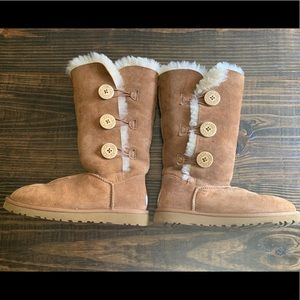 Ugg Bailey Button Triplet Size 6 women's